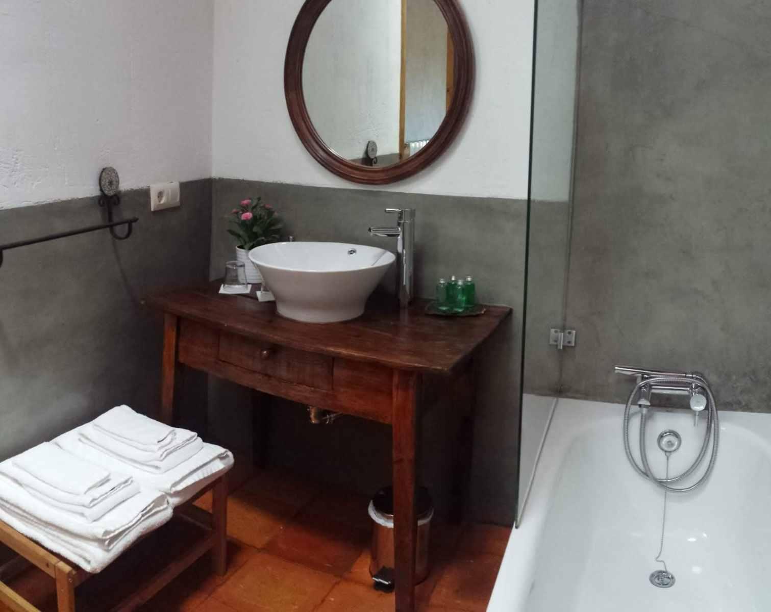 Habitación-roja-baño